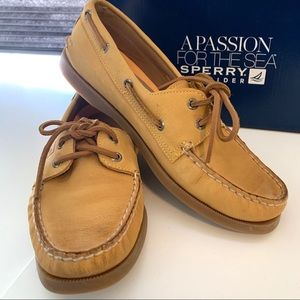 NEW! Women's size 8 Sperry Top-Siders in leather